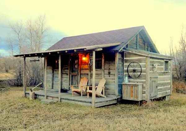 A cabin formerly used by U.S. Army soldiers in Yellowstone National Park is attracting widespread interest after being listed for sale.