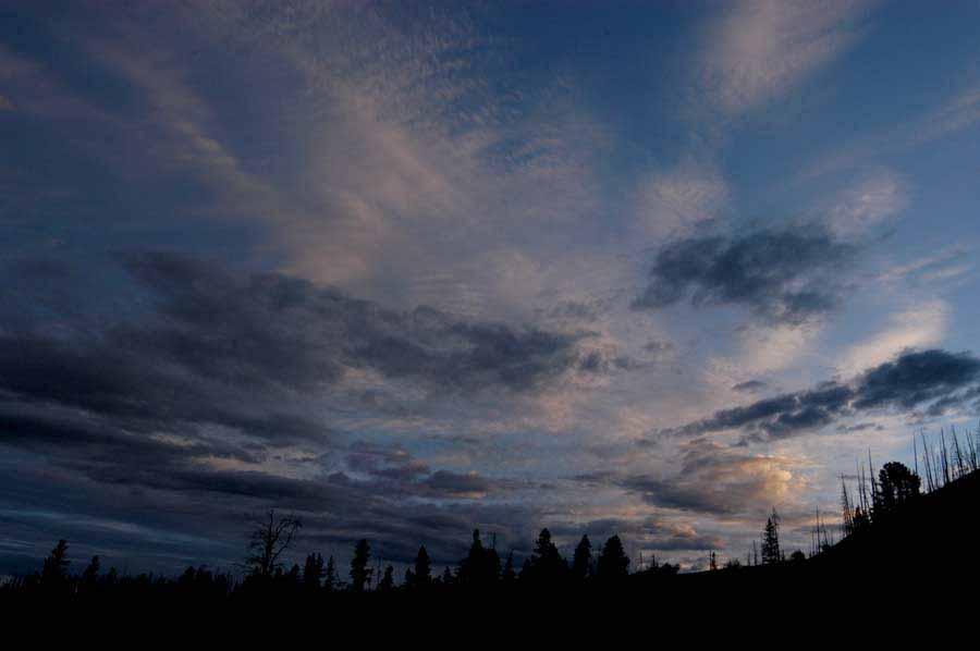 Dawn breaks near Sylvan Pass in Yellowstone National Park. (Ruffin Prevost/Yellowstone Gate)