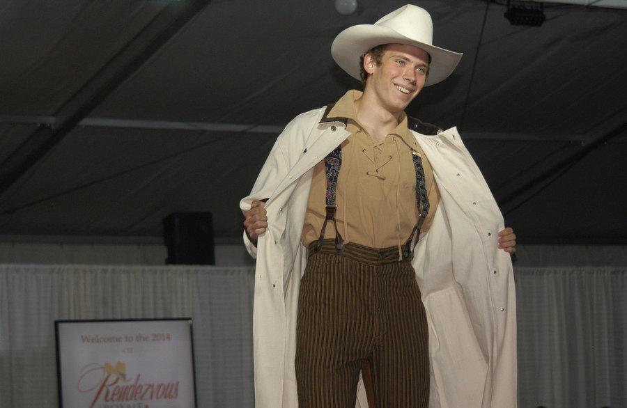 Cody High Style Fashion 2014b 01 Yellowstone Gate