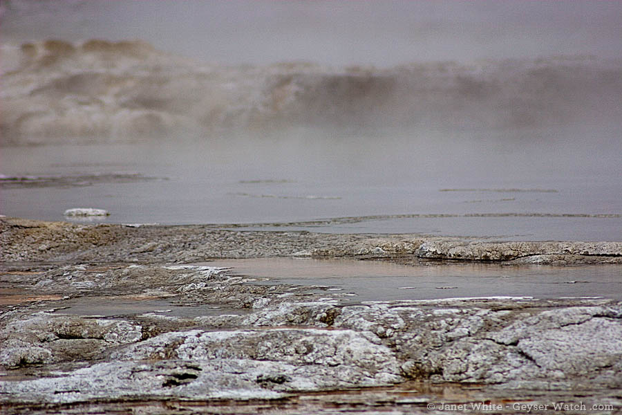 A 'full' pool at Grand Geyser. (©Janet White - click to enlarge)